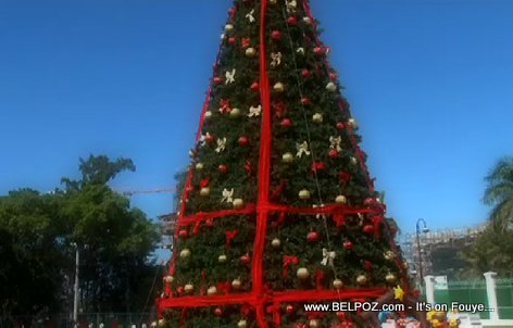 PHOTO: Haiti - Christmas Tree at the National Palace