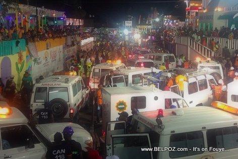 PHOTO: Haiti - Anpil Anbulance sou pakou Kanaval 2015 la apre yon grav incident