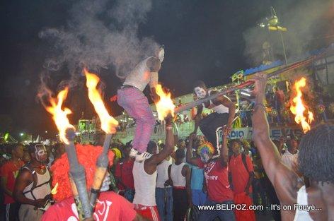 PHOTO: Haiti Kanaval 2015 fire show