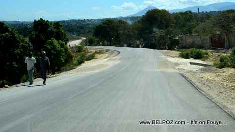 PHOTO: Belladere Haiti - Route Asphalte pou ale sou Fontiere Dominicain an