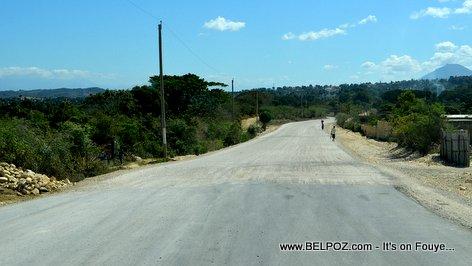 PHOTO: Belladere Haiti - Route Asphalte pou ale sou Fontiere Dominicain an