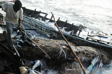 PHOTO: Haiti - Shipwrek of Haiti Coast