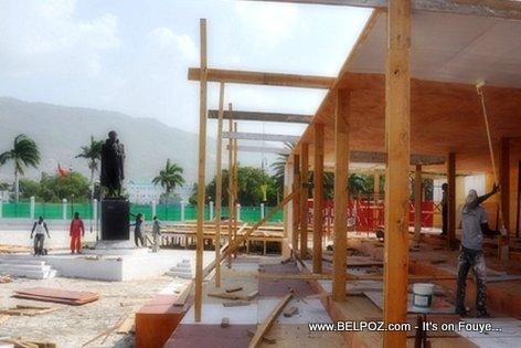 PHOTO: Haiti - Stand ap konstwi pou resevwa Francois Hollande, president La France