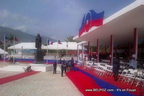 PHOTO: Haiti - Place Toussaint Louverture dekore pou resevwa Francois Hollande