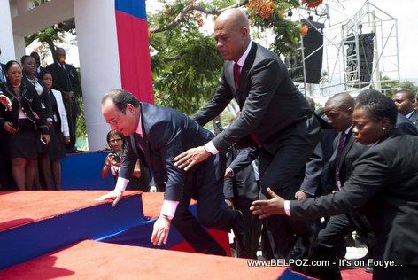 PHOTO: Haiti - Francois Hollande Slip and Fall while going on stage